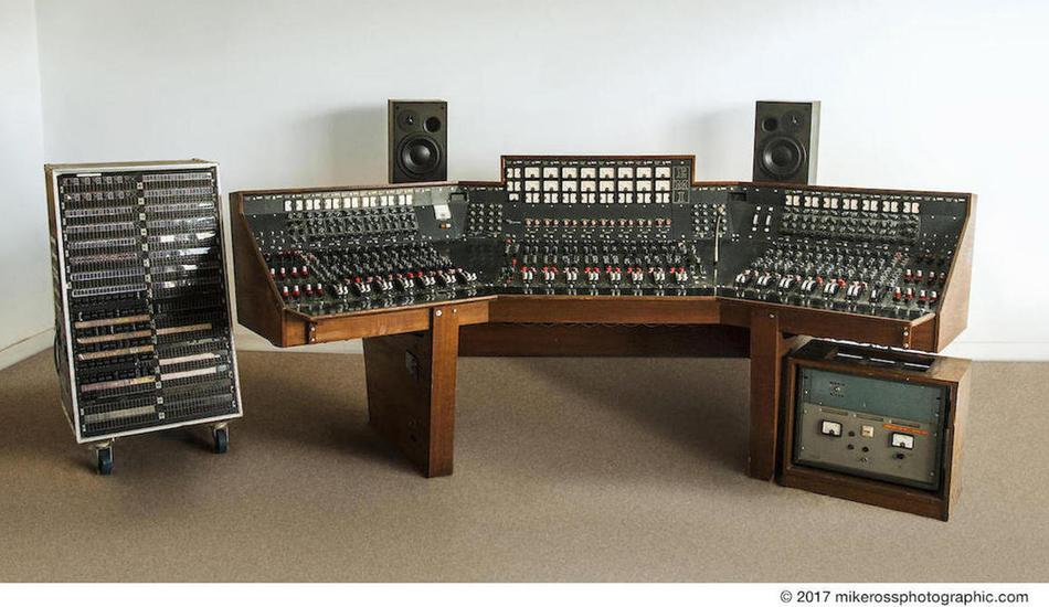 La console ayant enregistré Dark Side Of The Moon de Pink Floyd a été vendue aux enchères