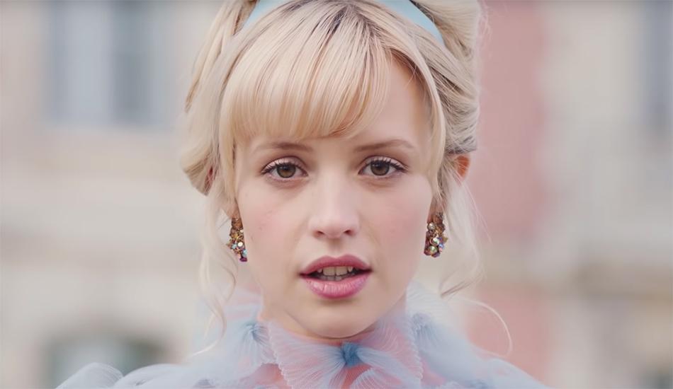 """Cours de consentement dans le clip de """"Balance ton quoi"""" d'Angèle"""