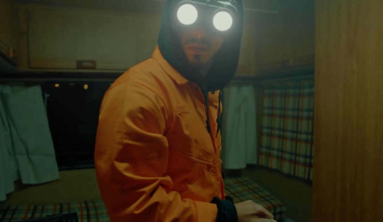 Un mystérieux artiste réussit à mélanger techno et trap ensemble