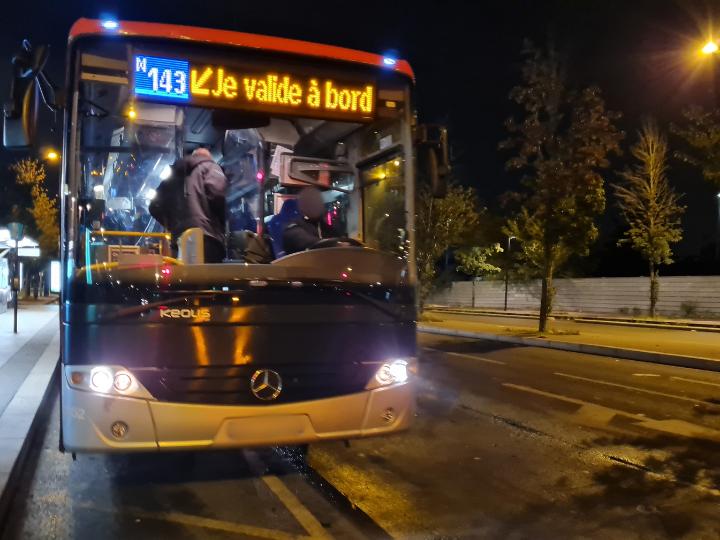 👀 Ce récit effarant de fêtardes agressées par un policier et un chauffeur de bus