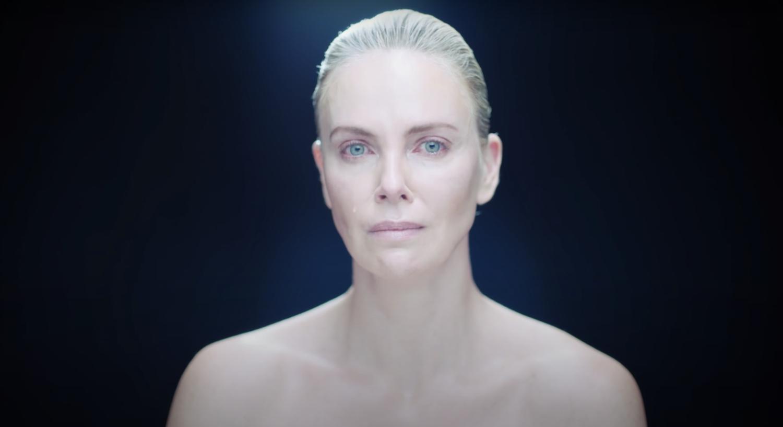👀 Que fait Charlize Theron en pleurs dans le teaser du clip de Surkin et Romain Gavras ?